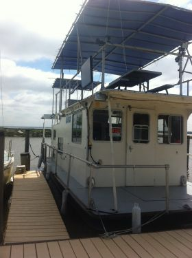 Used Houseboats For Sale in Louisiana by owner   1982 35 foot Gravois Houseboat