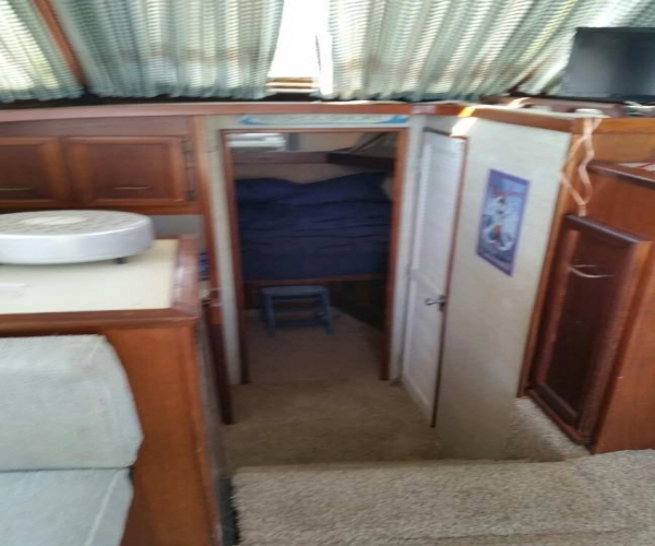 Used Fishing boats For Sale in Rocky Mount, North Carolina by owner | 1979 33 foot Cruiser Yachts Sportfisher