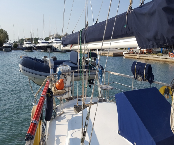 Used Deck Boats For Sale by owner | 1998 62 foot Other Deck Saloon