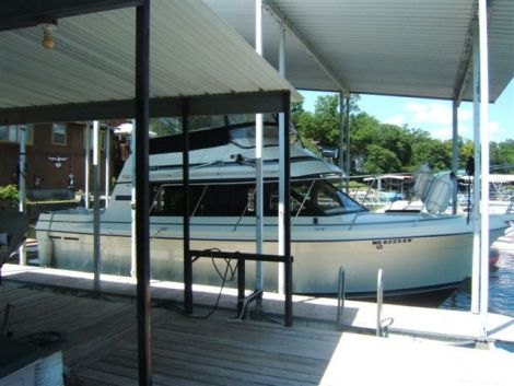 Used Carver Motoryachts For Sale by owner | 1985 28 foot Carver Voyager Flybridge