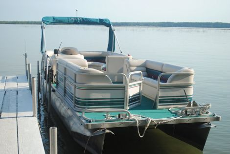 Used Manitou Boats For Sale in Michigan by owner | 2001 24 foot Manitou Legacy