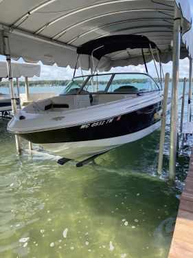 Used Chaparral Boats For Sale in Michigan by owner | 2016 Chaparral 19 H2O Sport Deluxe