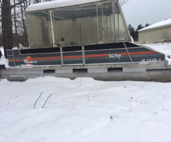 Used SunTracker Boats For Sale in Michigan by owner | 1988 24 foot SunTracker Partbarge